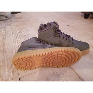 Nike Men's Size 7 Court Borough Mid Winter
